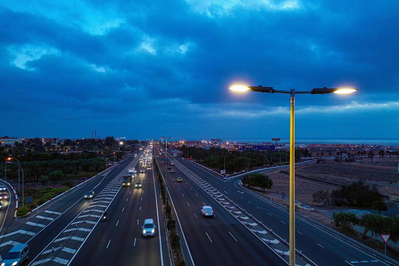 【新闻图片】昕诺飞为大加那利岛的主干高速公路安装Interact City智能互联道路照明系统-2